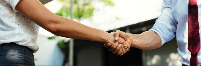 Customer / Supplier shaking hands